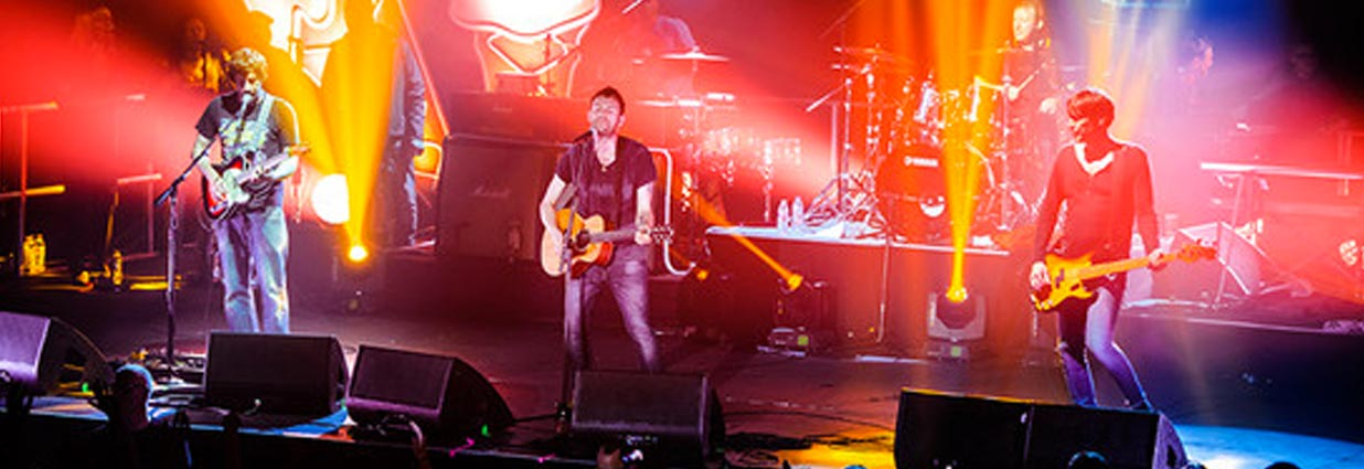 Blur forced to leave the stage during Blackpool gig after security barrier collapses