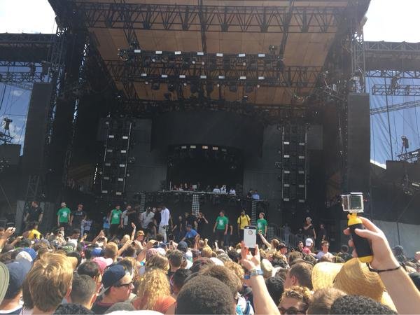 Rapper thrown off stage for inciting stage invasion